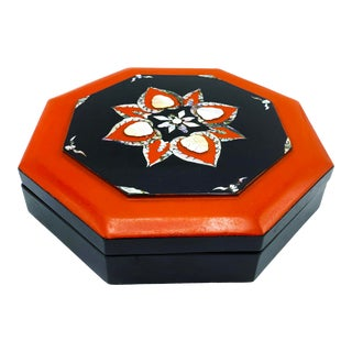 Vintage Mid Century Korean Sectioned Lacquer Bento Box With Mother of Pearl Inlay For Sale