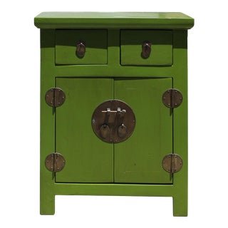 Oriental Distressed Lime Green Lacquer Side End Table Nightstand For Sale