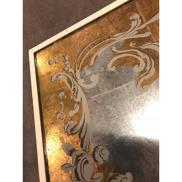 Hollywood Regency Eglomise Top Parcel Paint and Gilt Decorated Coffee Table For Sale In New York - Image 6 of 12