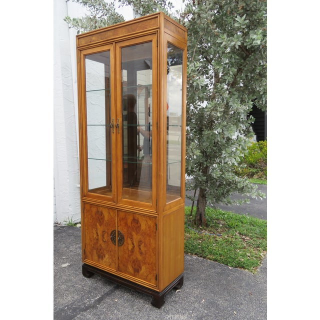 American of Martinsille Hollywood Regency Pair of China Display Cabinets 2398 For Sale - Image 9 of 13