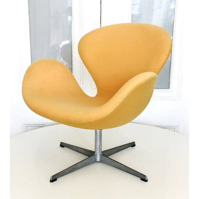 Fritz Hansen Early Arne Jacobsen for Fritz Hansen Swan Lounge Chair For Sale - Image 4 of 9