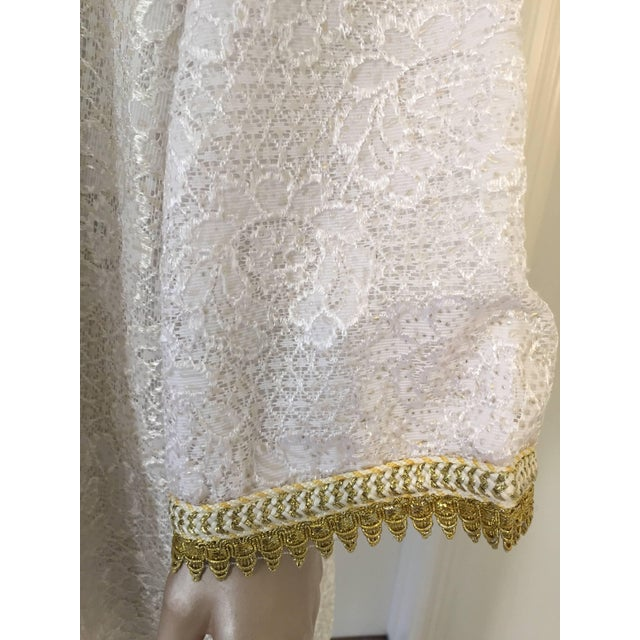 White Moroccan Vintage Caftan in White and Gold Lace 1970s Kaftan Maxi Dress Large For Sale - Image 8 of 9