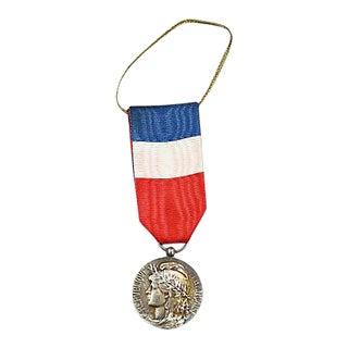 World War I French Médaille Honneur Et Travail Ornament For Sale