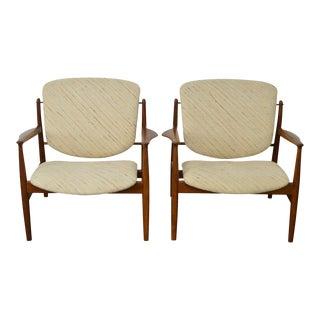 Finn Juhl FD-136 Mid Century Danish Modern Pair of Teak Lounge Chairs (B)