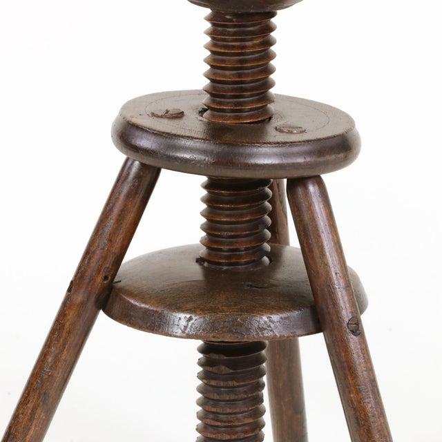 1870s English Oak Three Legged Adjustable Artist Stool For Sale - Image 10 of 12