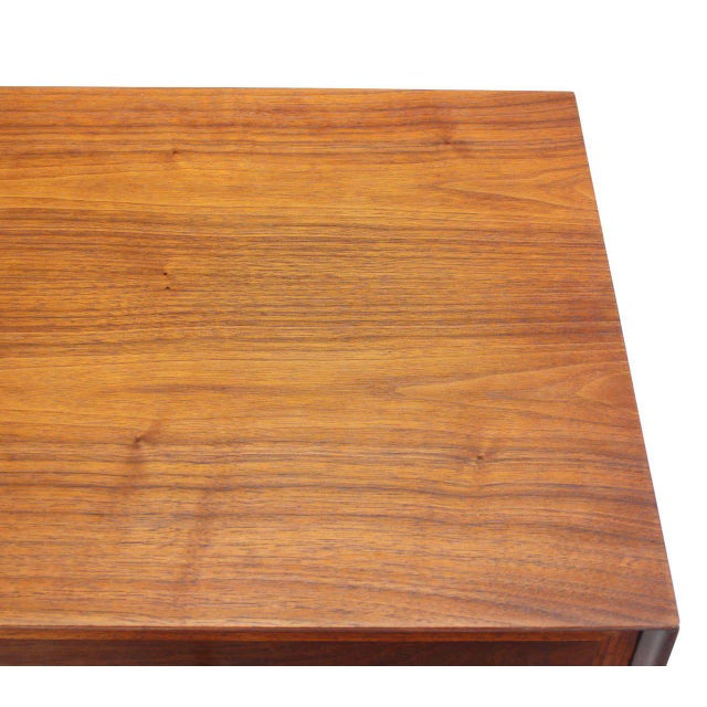 Pair of Mid-Century Modern Walnut End Tables with Brass Pulls For Sale - Image 4 of 10