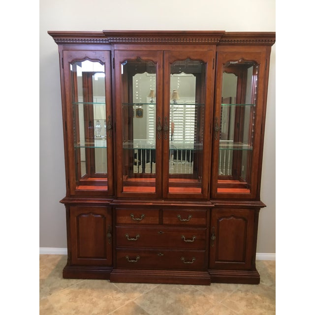 Thomasville dining room hutch. Like new, with interior lighting and glass display case.