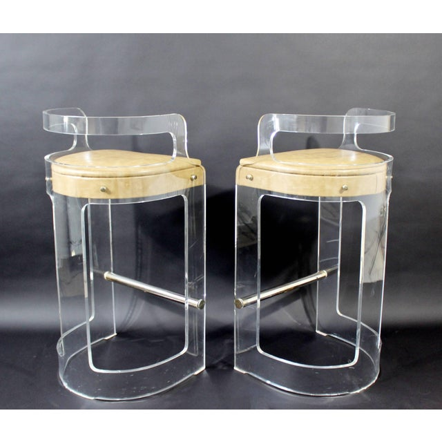 1970s Mid-Century Modern Hill Lucite Chrome Beige Leather Bar Stools - Set of 4 For Sale - Image 5 of 9