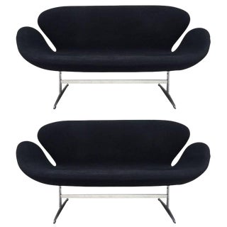 Pair of Arne Jacobsen Swan Sofa for Fritz Hansen
