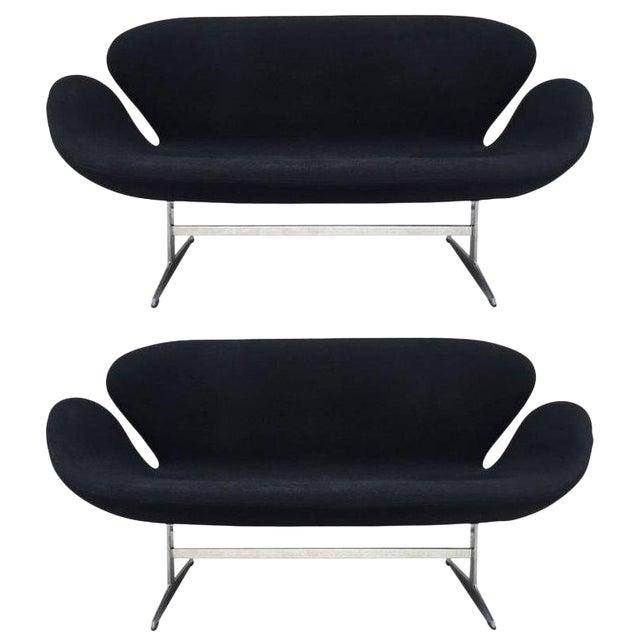 Pair of Arne Jacobsen Swan Sofa for Fritz Hansen For Sale