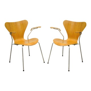 Pair of Danish Modern Fritz Hansen Arne Jacobsen Knoll Series 7 Arm Chairs A