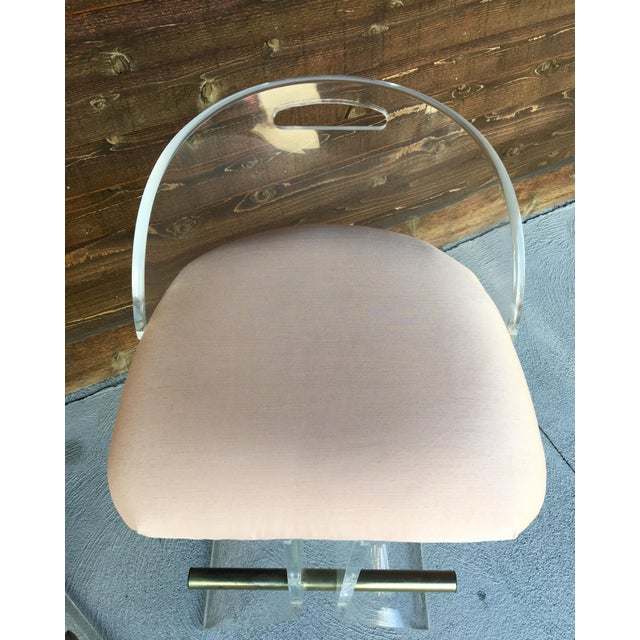 1970s Hill Manufacturing Lucite & Brass Bar Stools - a Pair For Sale - Image 5 of 10
