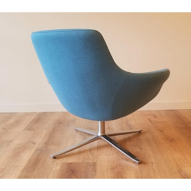 "Steelcase Recently-Upholstered Coalesse ""Bob"" Swivel Lounge Chair by Steelcase For Sale - Image 4 of 11"