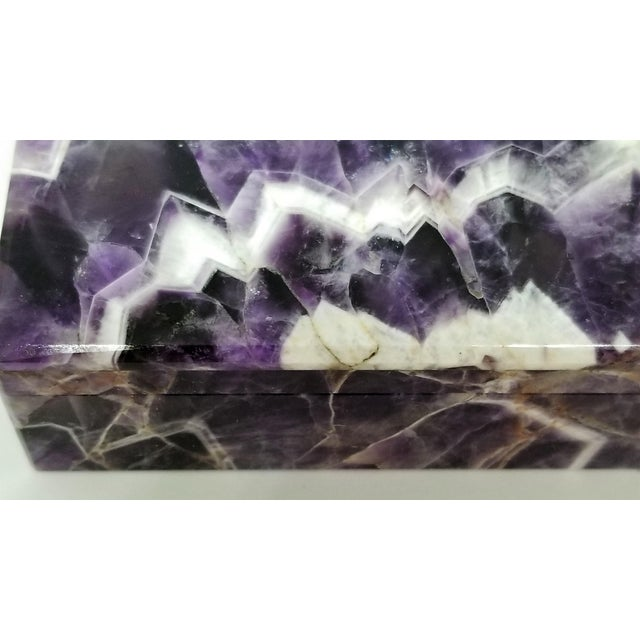 White Vintage Amethyst Jewelry Keepsake Box - Magnificent Gemstone Semi-Precious Rock Crystal - Mid Century Modern Palm Beach Chic Alabaster Marble For Sale - Image 8 of 13