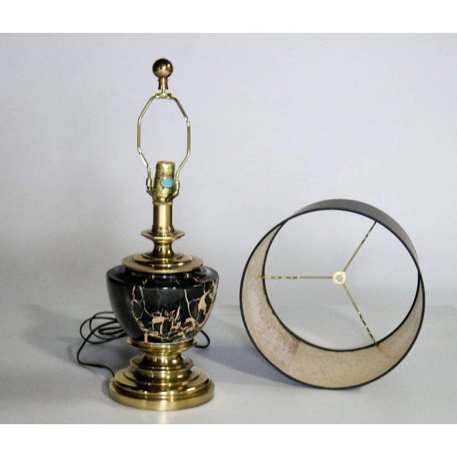 Hollywood Regency Stiffel Marble and Brass Table Lamp For Sale - Image 3 of 8
