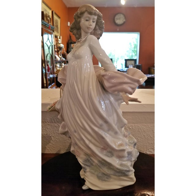 Gorgeous Lladro figurine……Spanish porcelain at its best and most collectible !! Fully marked. This Model 5898 A130 was...