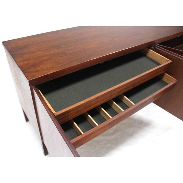 Mid-Century Modern Long Walnut Credenza Cabinet Server For Sale In New York - Image 6 of 9
