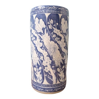 20th Century Chinoiserie Blue and White Porcelain Umbrella Stand For Sale