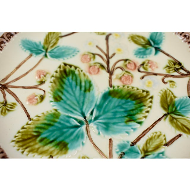 Aesthetic Movement Continental Majolica Strawberry Fruit Dessert Plates - Set of 4 For Sale - Image 3 of 7