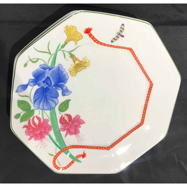 """1990s Lynn Chase """"Flores"""" Assorted Colors Dinner Plates - Set of 14 For Sale In Detroit - Image 6 of 12"""