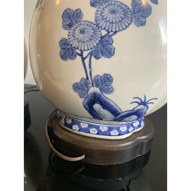 Mid 20th Century Mid-Century Frederick Cooper Chinoiserie Blue & White Porcelain Lamps - a Pair For Sale - Image 5 of 12