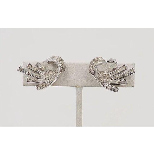 Mid-Century Modern Early 1950s Trifari Rhodium Plated Baguette Rhinestone Earrings For Sale - Image 3 of 5