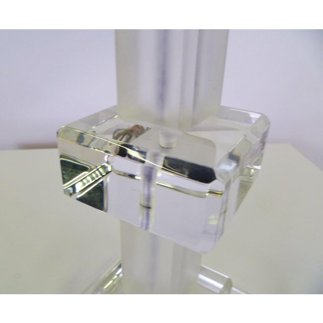 Lucite Modern Columnar Clear and Frosted Lucite Table Lamp 1970s For Sale - Image 7 of 9