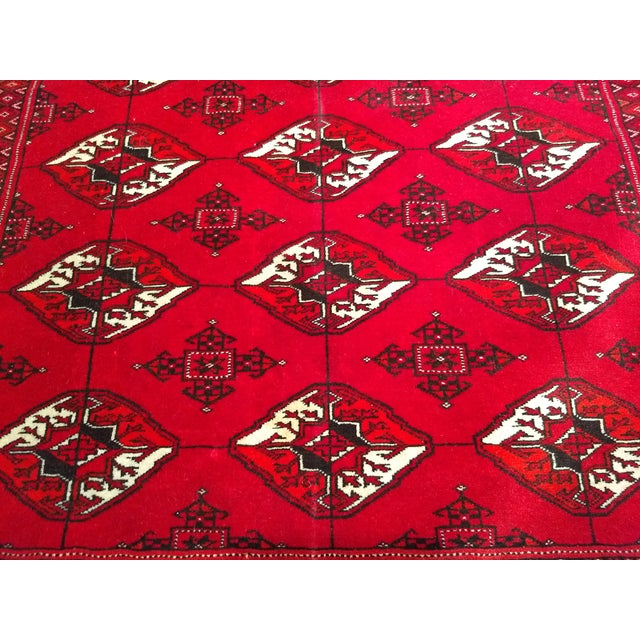 """1960s Turkman Tribal Red and Cream Wool Carpet 4' X 5' 5"""" For Sale In Chicago - Image 6 of 8"""