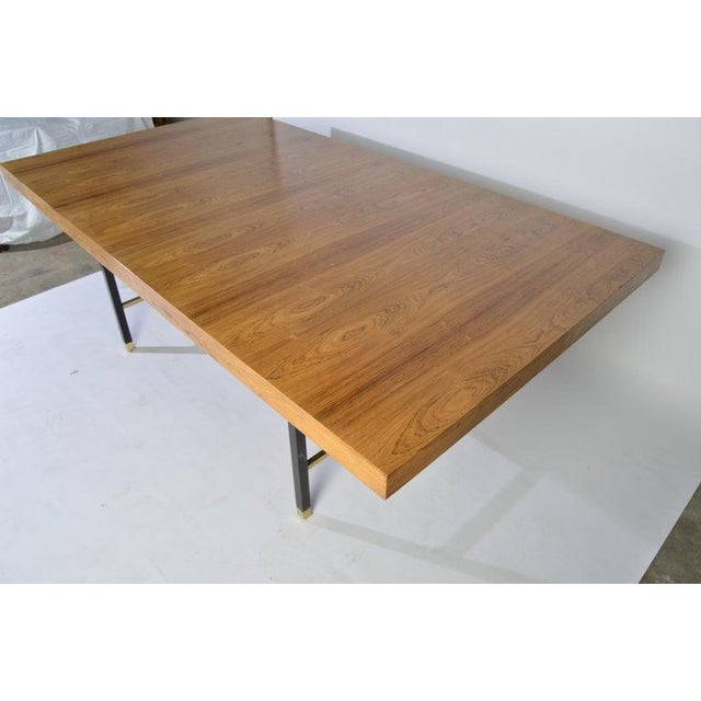 1950s Harvey Probber Rosewood and Mahogany Dining Table With Brass Accents For Sale - Image 5 of 8