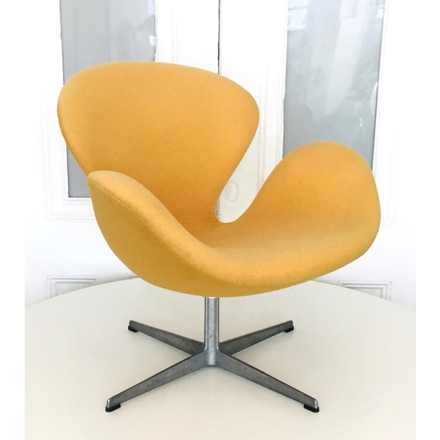 Early Arne Jacobsen for Fritz Hansen Swan Lounge Chair For Sale - Image 9 of 9