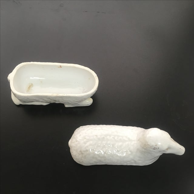 White Staffordshire Lamb Box - Image 5 of 5