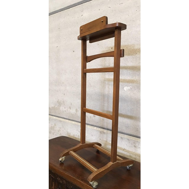 Italian Cherry Valet Stand Dressboy in the Manner of Fratelli Reguitti, 1960s For Sale In Miami - Image 6 of 13