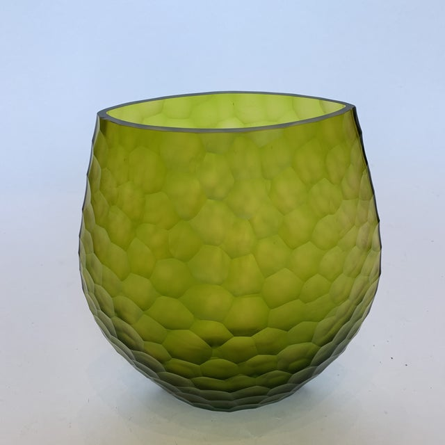 Modern 21st Century Peridot Janus Et Cie Chiseled Vase (M) For Sale - Image 3 of 12