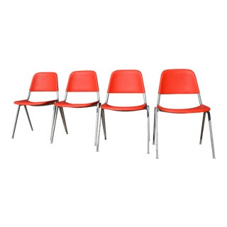 Knoll 1601 Red Plastic Moulded Chairs with Aluminum Legs - Set of 4 For Sale