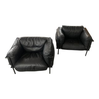 Le Corbusier Lc3 Grande Model Black Leather in Black Frame - a Pair For Sale