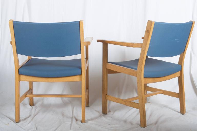 1960s Lacquered Oak Vintage Armchairs By Hans J. Wegner For Getama For Sale    Image