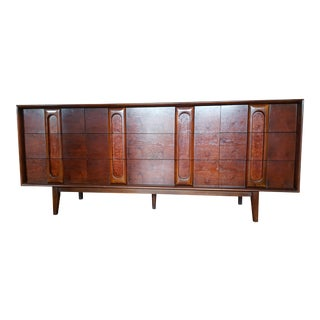 Lane Mid-Century Modern Lowboy 9-Drawer Dresser For Sale
