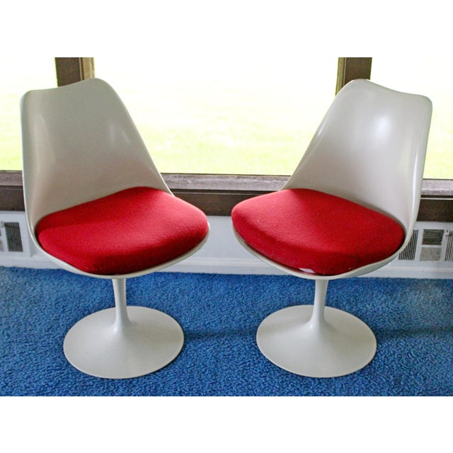 Knoll Mid-Century Modern Saarinen for Knoll White Tulip Dinette Set Table 2 Chairs For Sale - Image 4 of 7