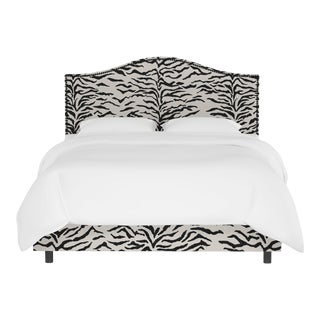 Queen Bed, Linen Zebra Cream Black For Sale