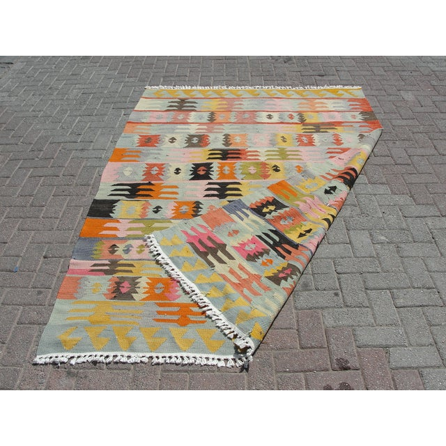"Vintage Turkish Kilim Rug - 5'6"" x 8'1"" For Sale - Image 11 of 11"