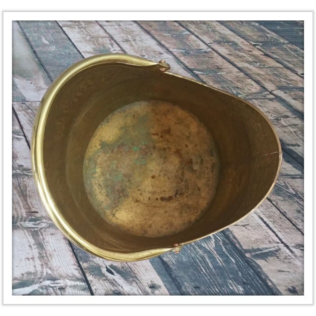 Vintage English Hammered Brass Fireplace Bucket - Image 7 of 11