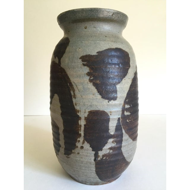 Abstract Vintage 1965 Mid Century Organic Modernist Studio Pottery Abstract Expressionist Signed Stoneware Ceramic Vase For Sale - Image 3 of 13
