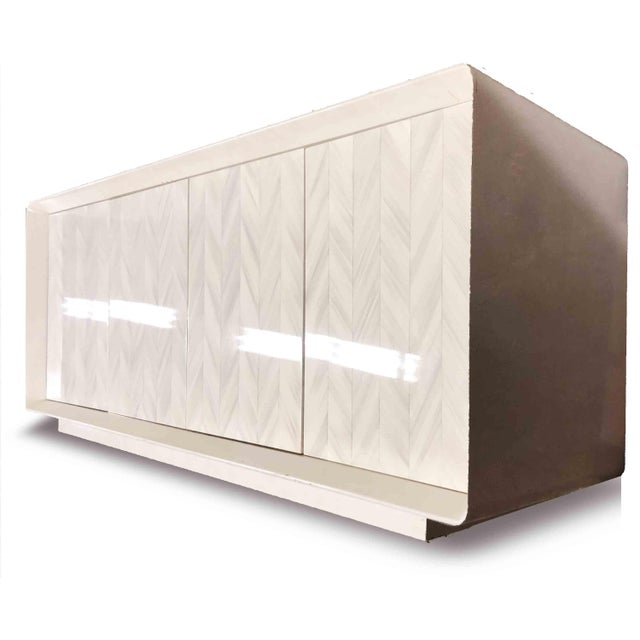 Hollywood Regency 1980s Hollywood Regency Lacquered Cream Credenza For Sale - Image 3 of 7