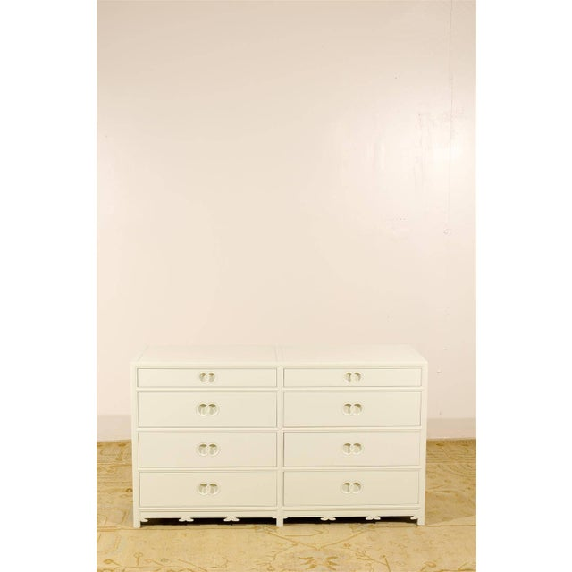 Mid-Century Modern Stellar Restored Eight-Drawer Chest by Baker in Cream Lacquer, Circa 1970 For Sale - Image 3 of 10