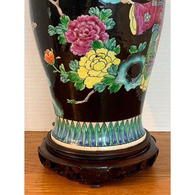 Asian Japanese Vase With Black Background in the Style of Chinese Famille Verte For Sale - Image 3 of 11