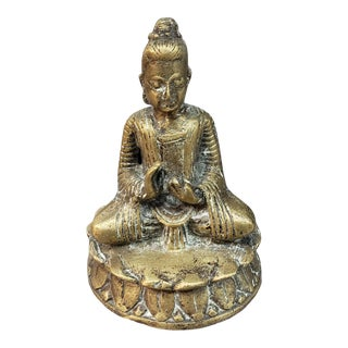 Mid to Late 19th Century Chinese Guanyin Lotus Asana Gilt Bronze Figure For Sale