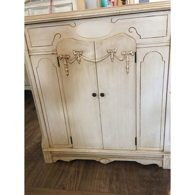 Vintage French Provincial Style Cabinet - Image 7 of 7