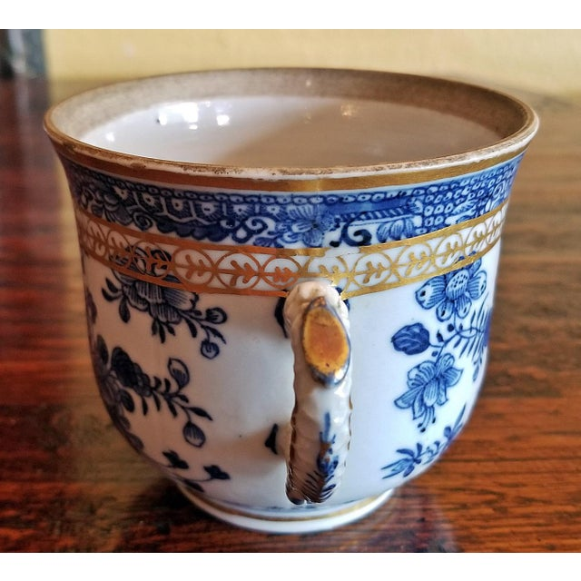 Traditional 18th Century Continental 2 Handled Blue and White Mug With Gilding For Sale - Image 3 of 11