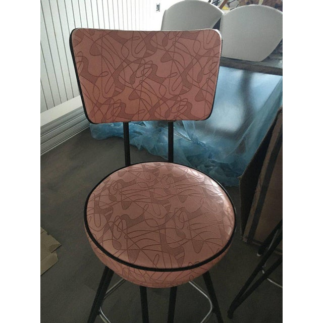 Set of Three Kitch Mid-century Bar Stools With Pink Upholstery, Black Piping For Sale - Image 4 of 7