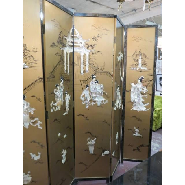 Vintage Chinese Gold Painted Wood and Mother of Pearl 6-Panel Screen, 1950s For Sale In Chicago - Image 6 of 12